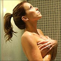 courtney cummz taking a shower