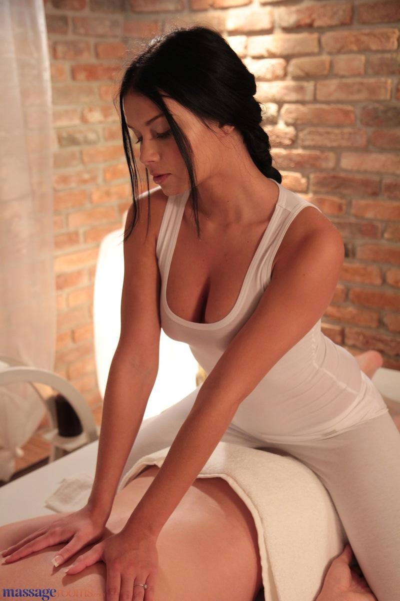 Телки делают массаж простаты фото 18 фотография