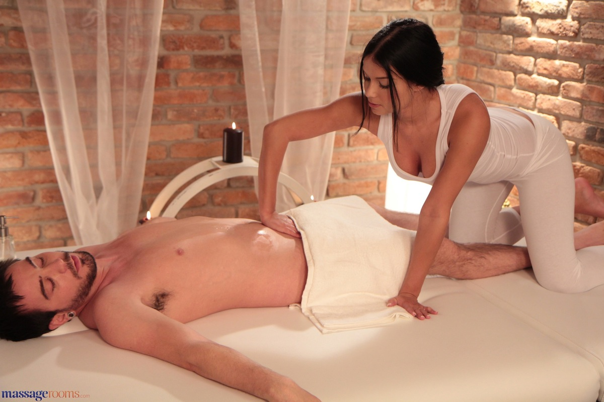 paar massage brunette