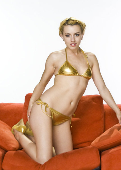 Lexi Belle posing as sexy Princess Leia